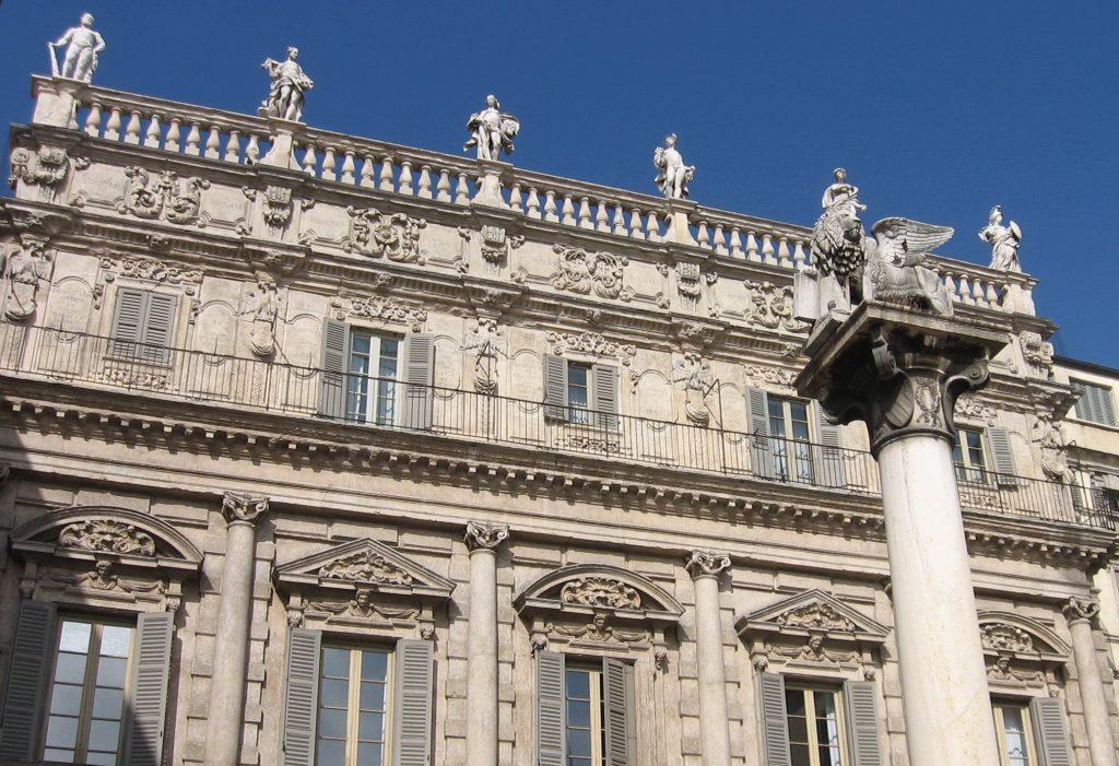 Il Palazzo Maffei e La Colonna di San Marco